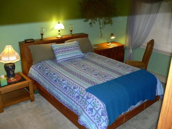 Alaska Home Fishing B&B Lodge: Silver Bed & Study Area