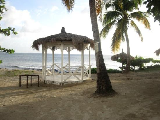 Windjammer Landing Villa Beach Resort: wedding ceremony area
