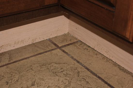 dirty kitchen floor - picture of atlantica oceanfront resort