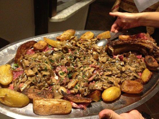 Ristorante La Piccionaia: La Tagliata di manzo con i funghi trifolati e le patate al forno