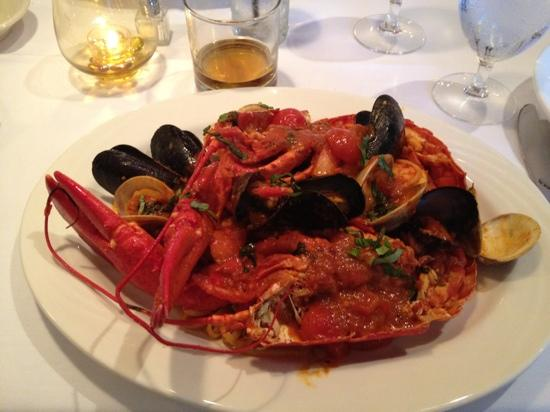 Bravo Roberto: Mixed seafood with spicy accents.