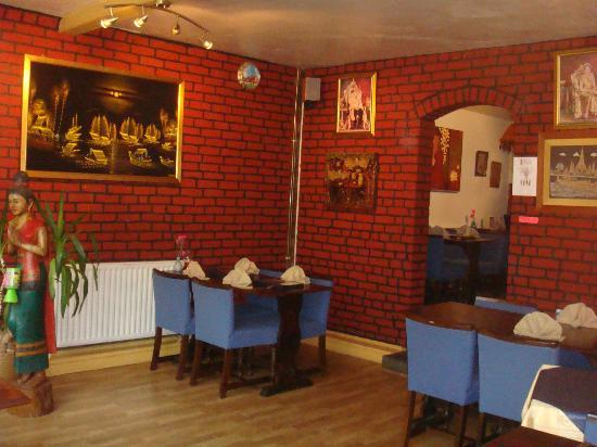 Thai Rice Restaurant: Inside front room of restaurant