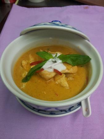 Thai Rice Restaurant: Chicken Red Curry แกงแดงไก่