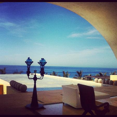 Marquis Los Cabos: View from front desk, overlooking waterfall and activity pool
