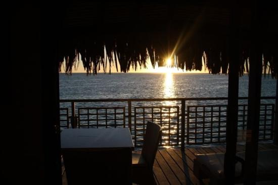 Hilton Moorea Lagoon Resort & Spa: Sunset from room