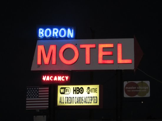 Boron Motel: Great old timey neon sign