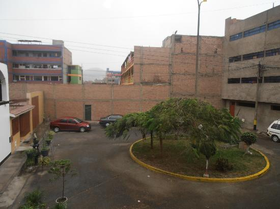 Hostal Victor - Lima Airport Hostel: Courtyard