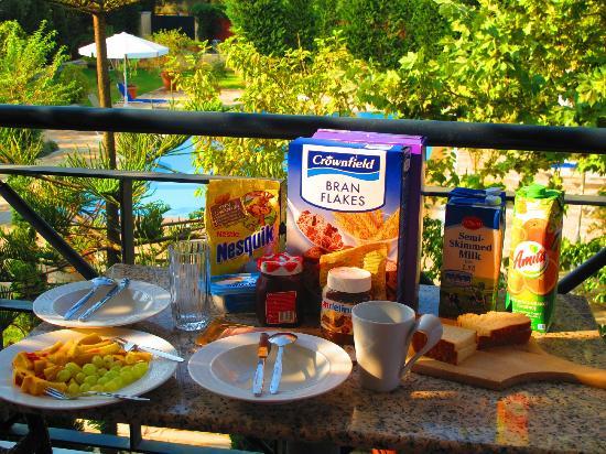 Lefkas Blue Residence: Unser Frühstück auf dem Balkon