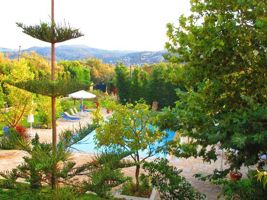 Lefkas Blue Residence: Blick in die Berge vom Balkon