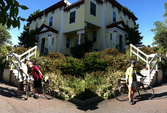 Homeport Historic B&B / Inn c 1858: Happy bicyclists posing after a good night's sleep