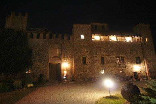 Castello di Valbona: facciata castello