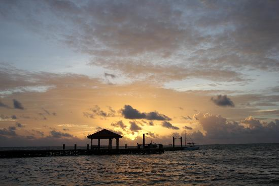 Grand Caribe Belize Resort and Condominiums : Sunrise at the Grand Caribe