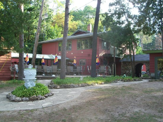 White Lake Beach Resort: Motel, patio, and bar