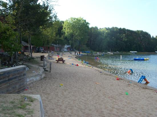 White Lake Beach Resort: The beach and lakefront cabins