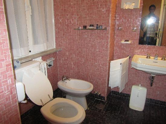 Hotel Victoria : big bathroom