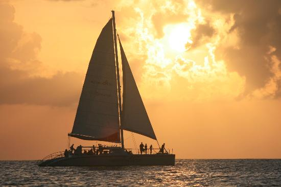 Red Sail Sports Aruba: Every day free sunsets!