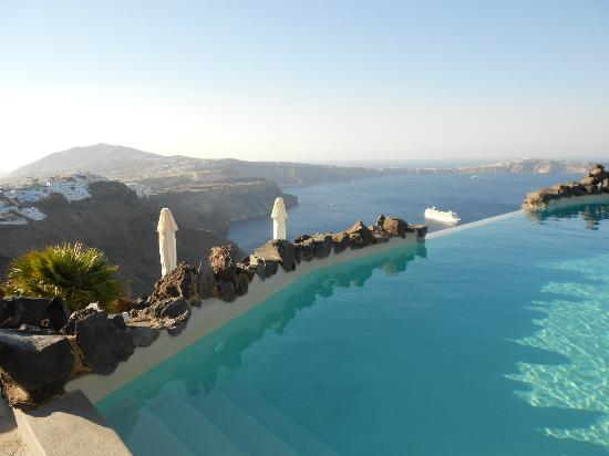 Honeymoon Petra Villas : view from pool