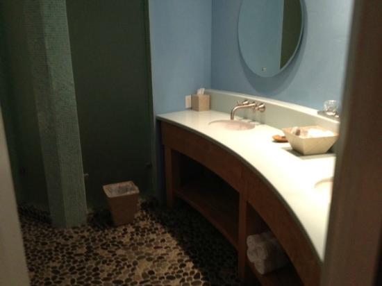 Wine & Roses Hotel: Sinks