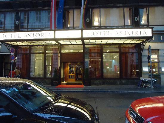 Austria Trend Hotel Astoria Wien: hotel vista de calle