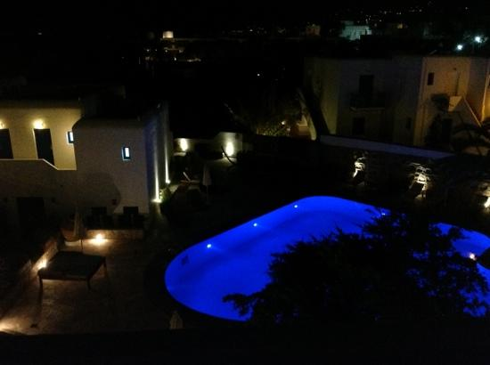 Poseidon Hotel - Suites : pool at night