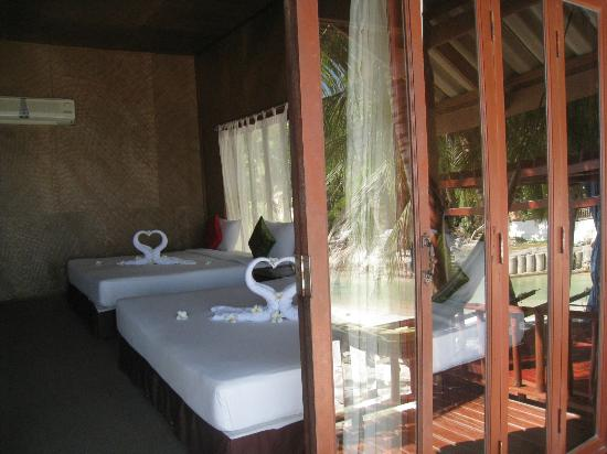 Candle Hut Resort: inside wooden bungalow