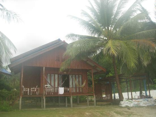 Candle Hut Resort: our wooden bungalow