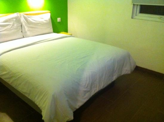Amaris Hotel Cihampelas: double bed standard room