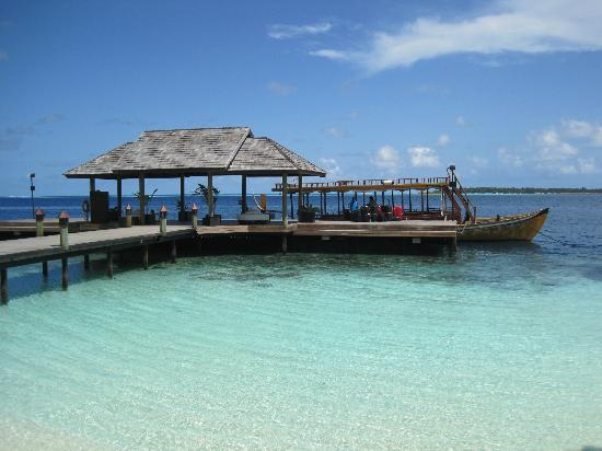 Lily Beach Resort & Spa: The jetty and Dhoni