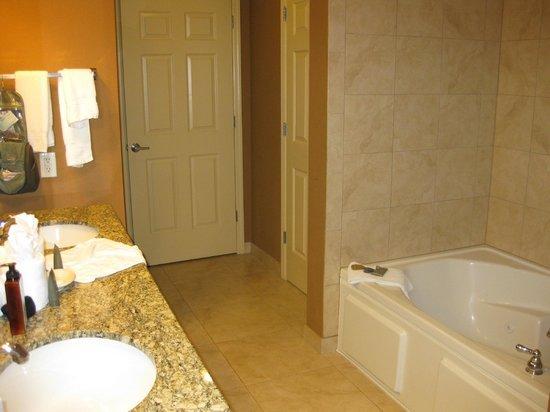 Lake Eve Resort: En-suite bathroom