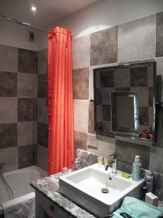 Hôtel La Suite : la salle de bains