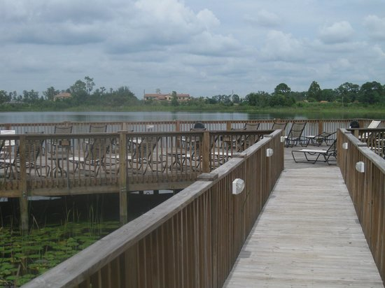 Lake Eve Resort: Outdoor sundeck