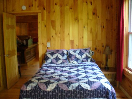 Springwood Cabins: Room With Terrible Mattress@Butterfly Trail
