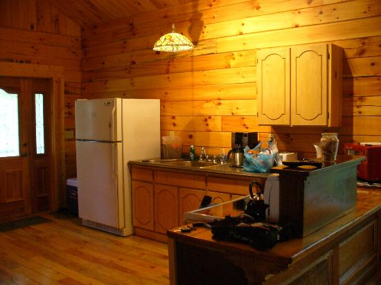 Springwood Cabins: Kitchen @ Butterfly Trail