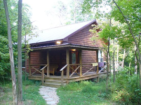 Springwood Cabins: Outside View