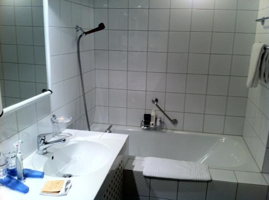 Altstadt Hotel: bathroom (room 15)