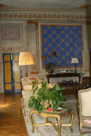 Palazzo Rocchi: Central Hall