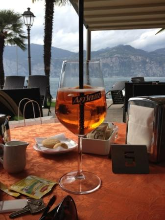 Hotel Excelsior Bay: sipping an Aperol Spritzer on the terrace