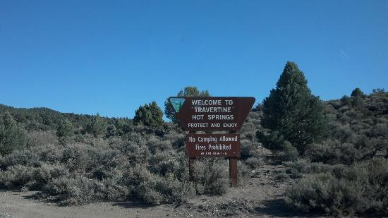 Travertine Hot Spring: Sign post