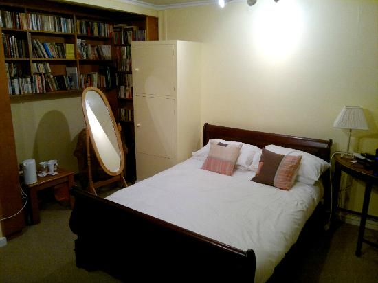 Highwaymans Rooms & Self Catering: The bedroom - you might have guessed