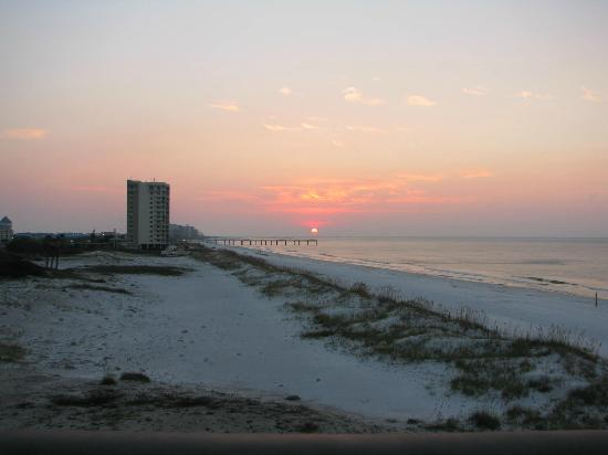 Hampton Inn & Suites Orange Beach: Sunrise from the balcony
