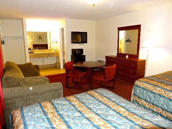 The Whispering Pines Motel: Family Suite