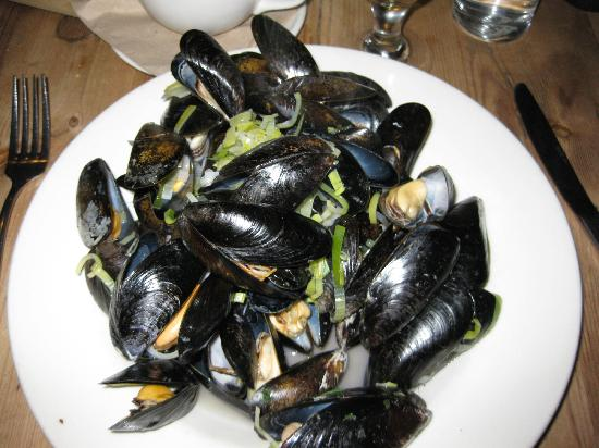River Cottage Canteen: Exmouth mussels cooked in leek & cider broth
