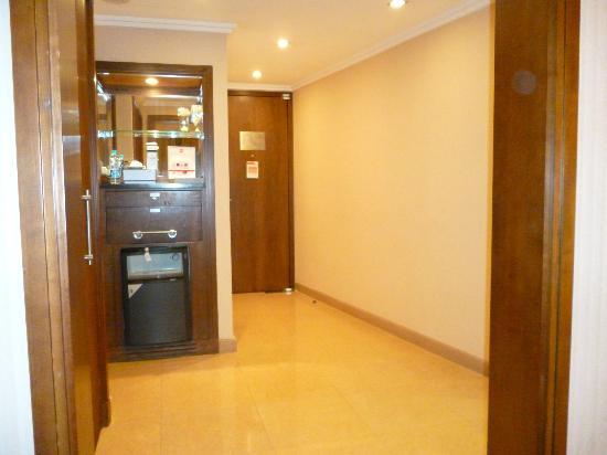 InterContinental Riyadh: Entry area to room