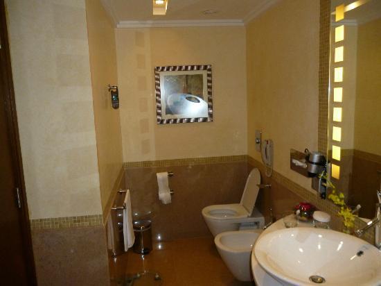 InterContinental Riyadh: Bathroom