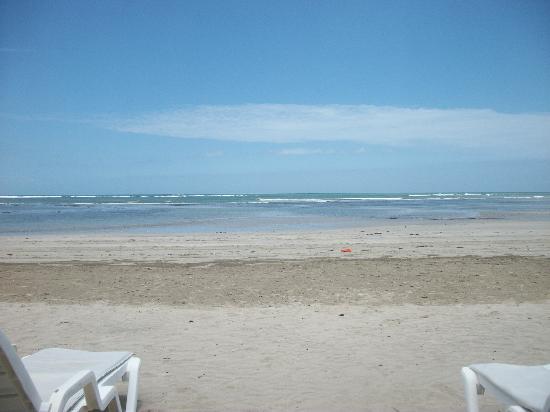 Quarta Praia Beach : Sol, mar e vida boa!!!