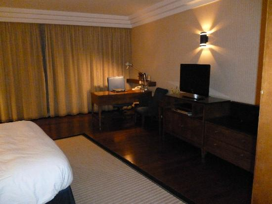 InterContinental Riyadh: Full view of most of the bedroom