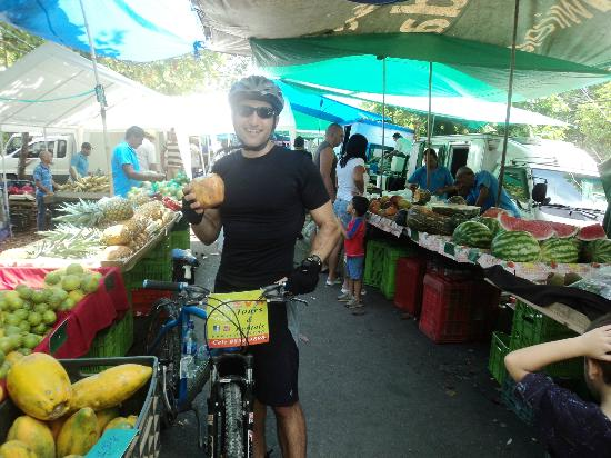 Manuel Antonio Quepos Tours: Perfect end to the ride at the local farmer's market!