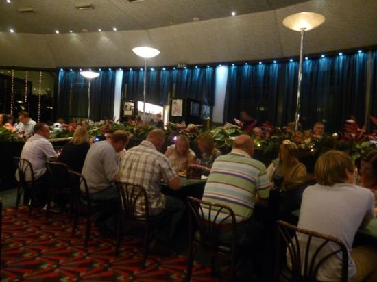Damons Hotel: Big 'buzzy' restaurant