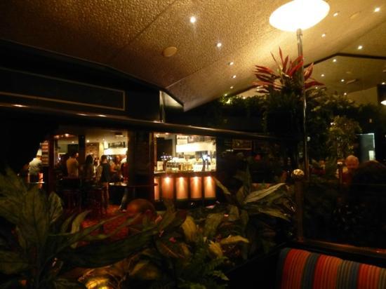 Damons Hotel: Restaurant bar area