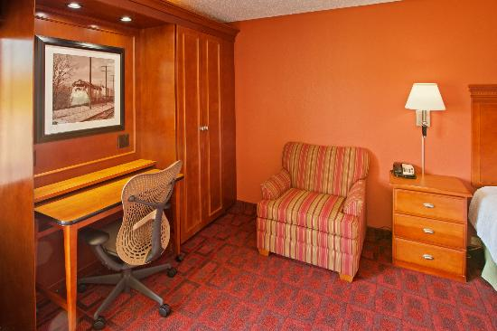 Hampton Inn Joliet I-55: Additional Living Area in Guest Rooms